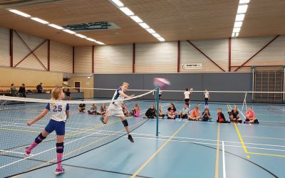 Oefenen voor het volleybaltoernooi