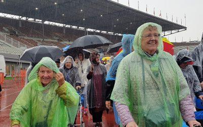 Stralen in stromende regen – Rollatorloop 2018