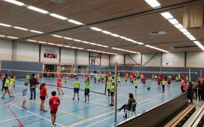 Mooie technieken en hoog niveau volleybal tijdens het scholenvolleybaltoernooi