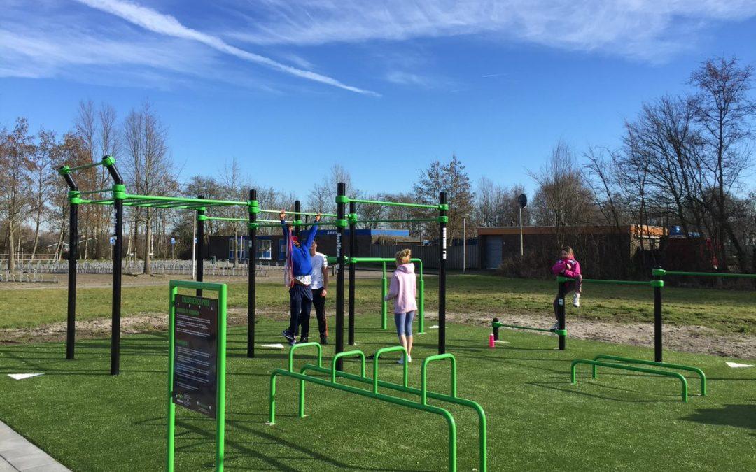Sportieve opening van het buitensportparkje in Ouderkerk aan de Amstel