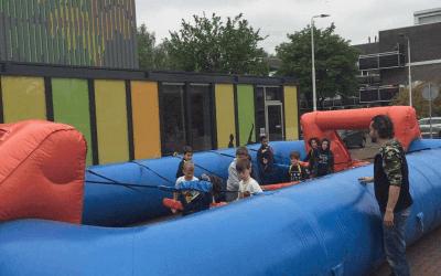 Dorpsplein verandert in voetbalplein